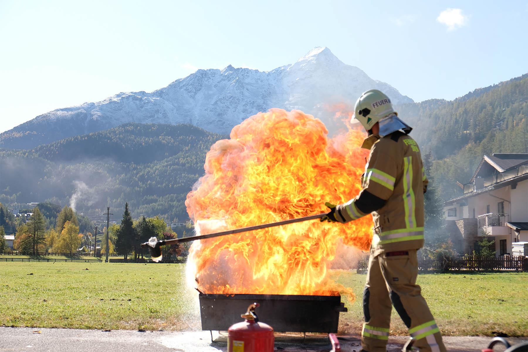Feuerlöschübung für Mitarbeiter im Hotel Das Cental in Sölden
